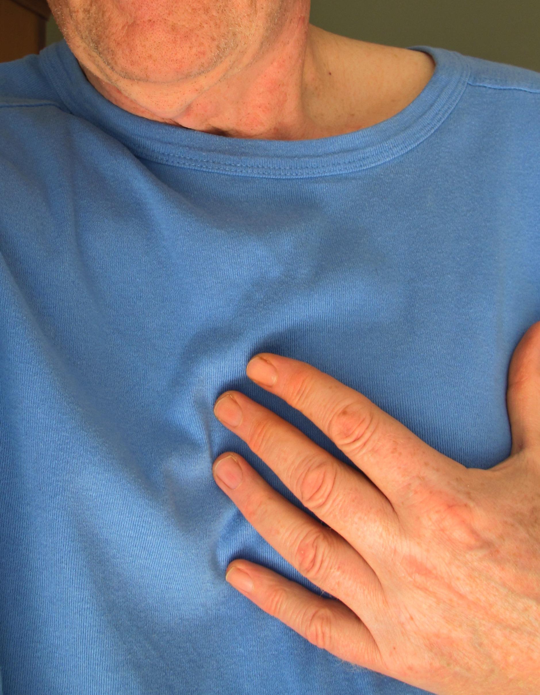 Atemnot und Abgeschlagenheit: Herzschwäche kann dahinterstecken